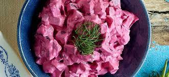Kleurrijke haring bietensalade